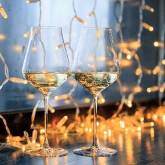 Kerstsfeer - Witte wijn met kerstverlichting
