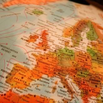 Wijn ontdekken - wereldbol met kaart van europa