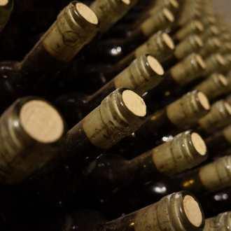 Wijnen bottelen
